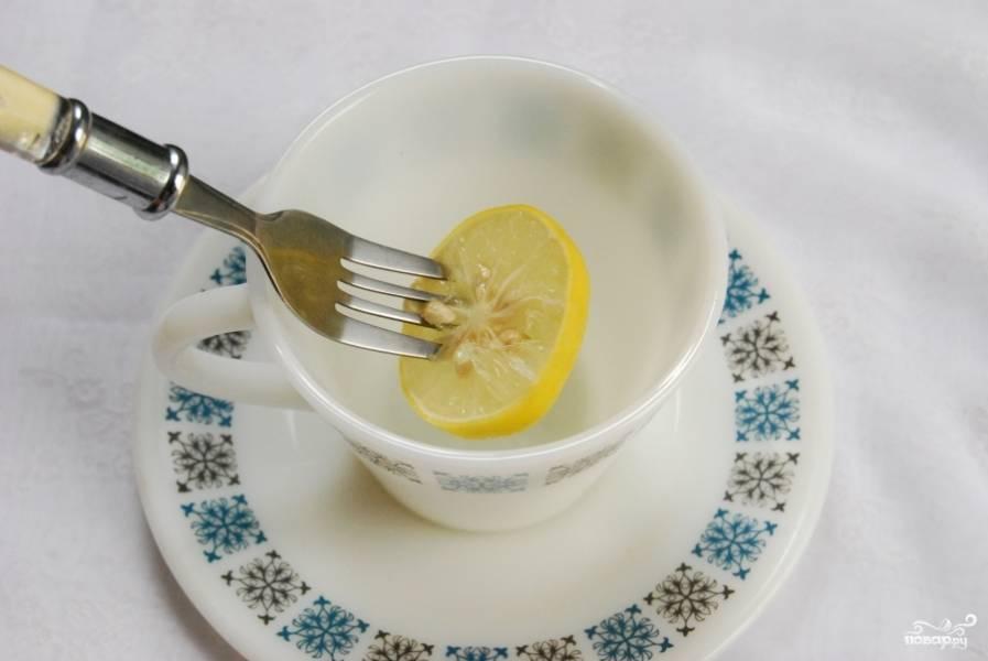 Лимон в сахаре готов. Можете подавать его к чаю.