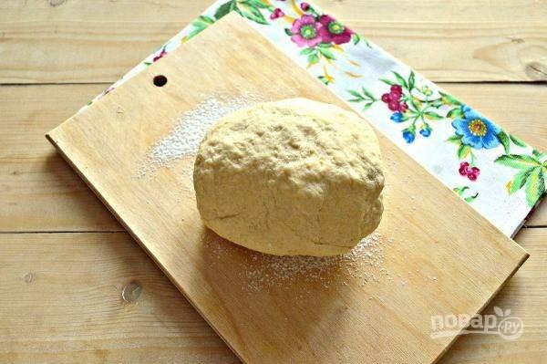 7. Замесите тесто, накройте его чистым полотенцем и оставьте в тепле подходить.