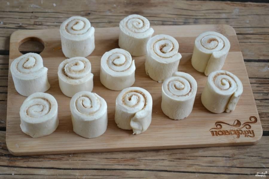 Выпекайте булочки 15 минут в разогретой до 200 градусов духовке.