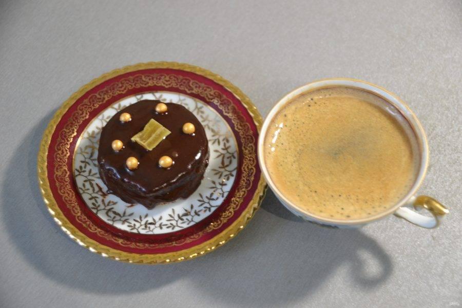 """Можно подавать """"Птифур"""" к кофе и наслаждаться шоколадным вкусом."""