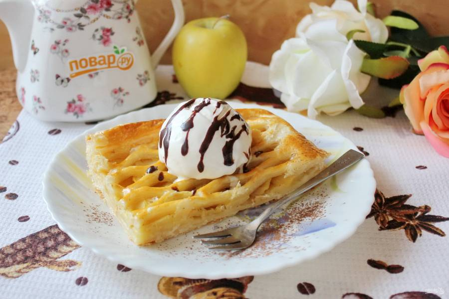 Яблочный пирог с мороженым