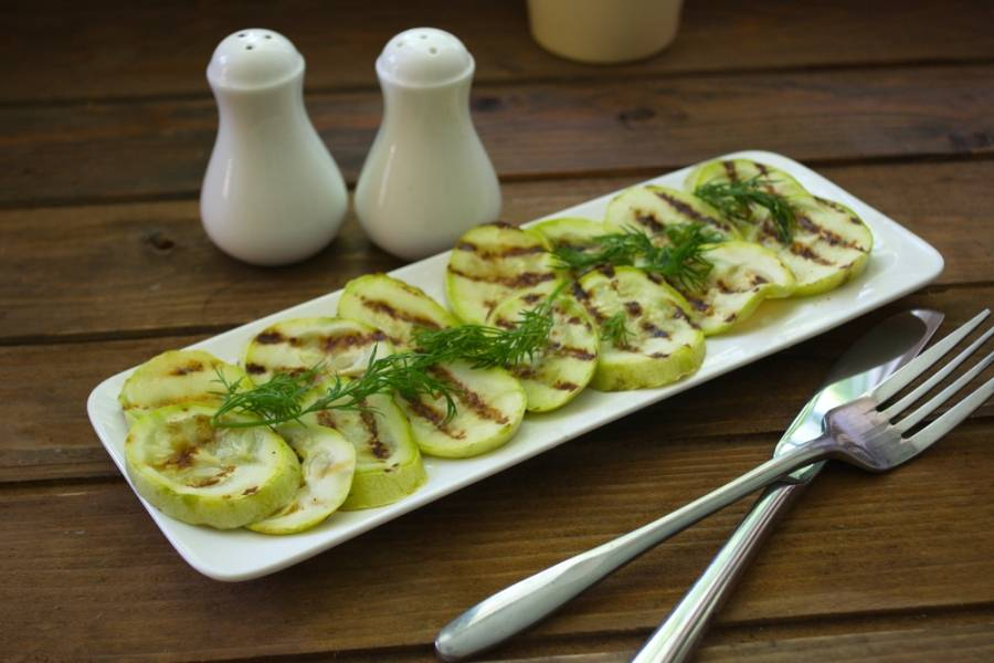 Подайте сразу к столу. Такие кабачки могут быть самостоятельным блюдом. Входить в состав других блюд и салатов.