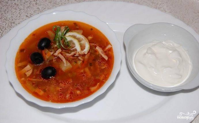 Солянка с колбасой и капустой