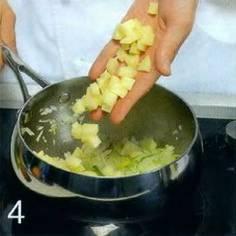 В кастрюле, в ко горой будет вариться суп. растопить масло, обжарить сельдерей. репчатый лук и лук-порей. 5 мин Добавить картофель. обжаривать 2 мин., влить лососевый бульон и варить суп 30-35 мин