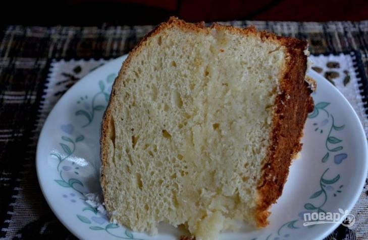 8.Каждый пирог разрежьте на 2 коржа и остудите, затем каждый корж пропитайте сахарным сиропом. Смажьте коржи масляным кремом и пробуйте!