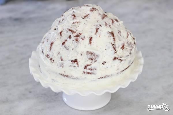 16. Вот, тортик готов. Отправьте его в холодильник на 3-4 часа.