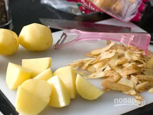 4. Картофель и грибы крупно нарежьте.