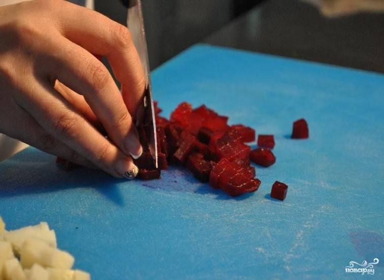 Нарезать небольшими кубиками.