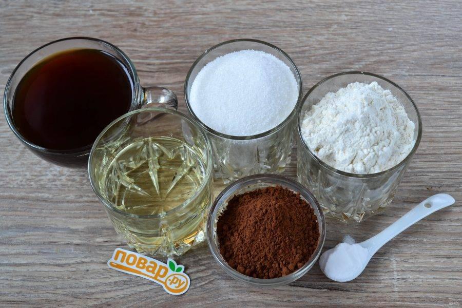 Подготовьте все необходимые ингредиенты. Кофе можно использовать как заварной, так и растворимый, а можно и вовсе заменить водой, но с кофе получается вкуснее и ароматнее.