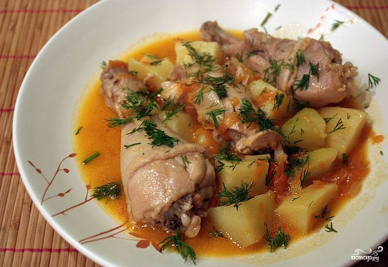 """Готовую тушеную картошку в мультиварке """"Поларис"""" подавайте с зеленью. Приятного аппетита!"""