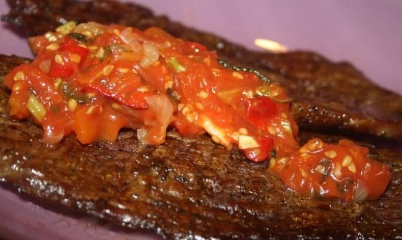 Готовый ромштекс из говядины на гриле можете подать с соусом, овощами и любым гарниром. Приятного аппетита!