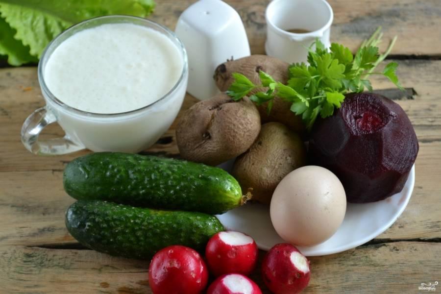 Подготовьте все необходимые ингредиенты. Хорошенько промойте все овощи, яйца отварите вкрутую.