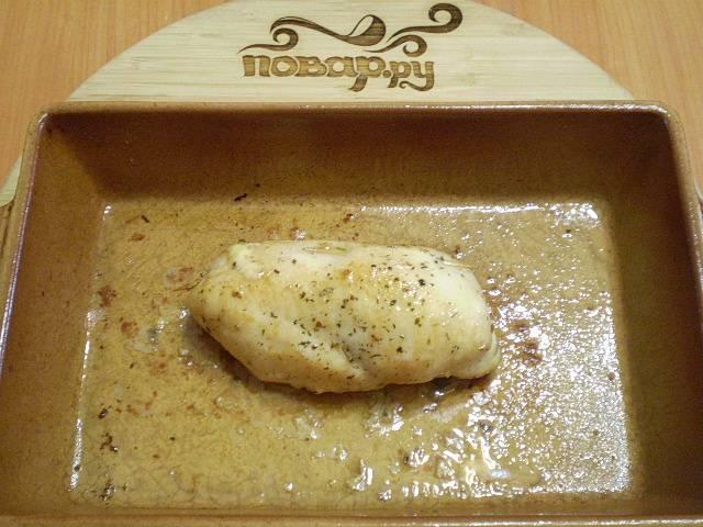 Грудка, запеченная с грибами и сыром, готова.