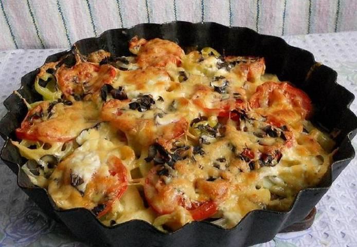 4. Выпекаем час. Где-то за 10 минут до окончания готовки посыпаем блюдо тертым сыром. И вот такую красоту в итоге получаем!