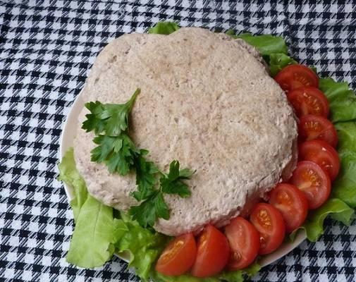 5. Вот такой простой рецепт диетического суфле из курицы. После приготовления его нужно остудить немного, аккуратно достать из формы и можно подавать к столу. Дополнить такое суфле лучше свежими овощами, легким соусом или просто зеленью.