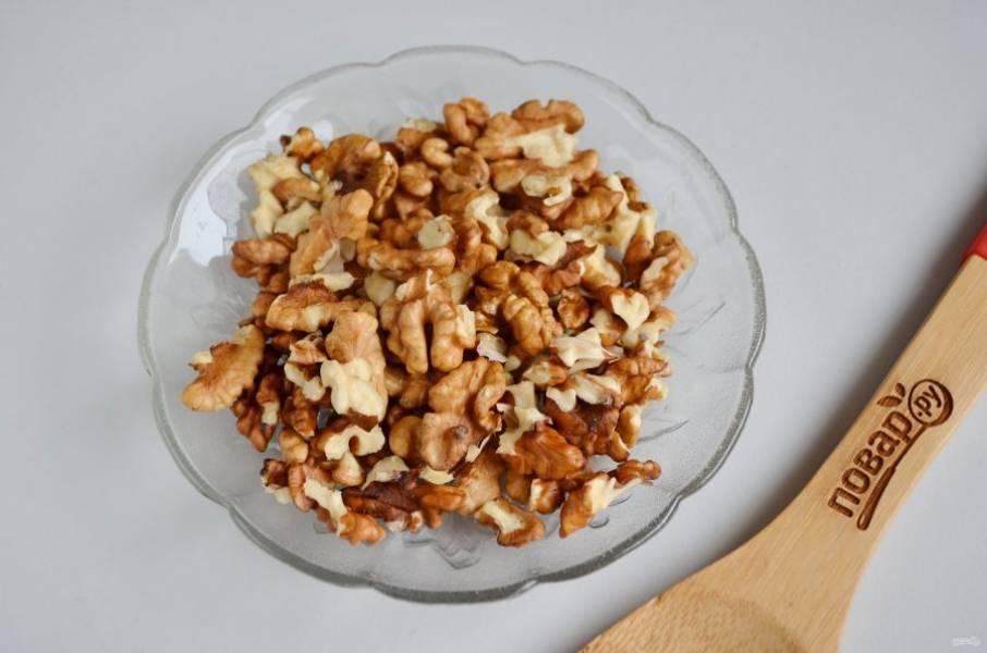 5. Орехи очистите от скорлупок.