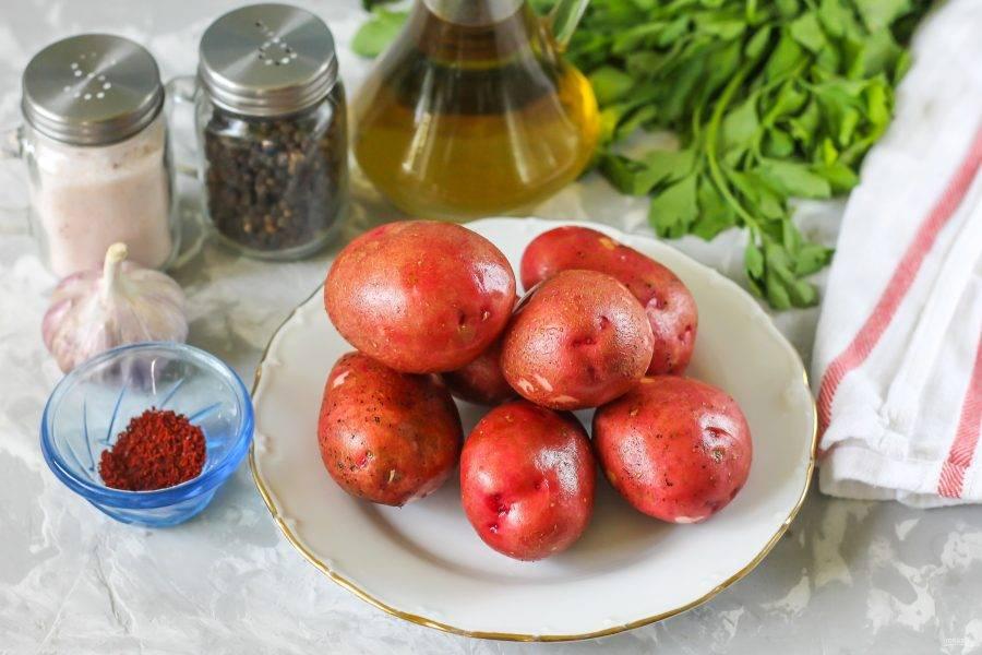 Подготовьте ингредиенты. Сорт картофеля может быть любым, равно как и выбранные вами приправы.