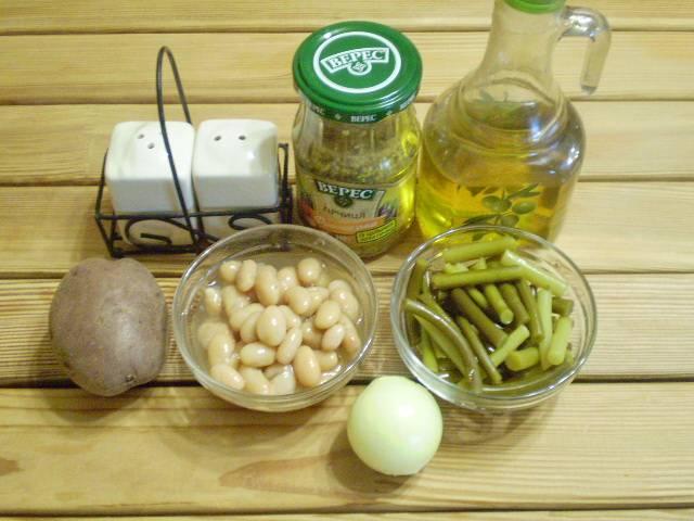 1. Приготовим продукты. Фасоль подойдет как консервированная, так и отварная. Картофель отварить в мундире, остудить и очистить.