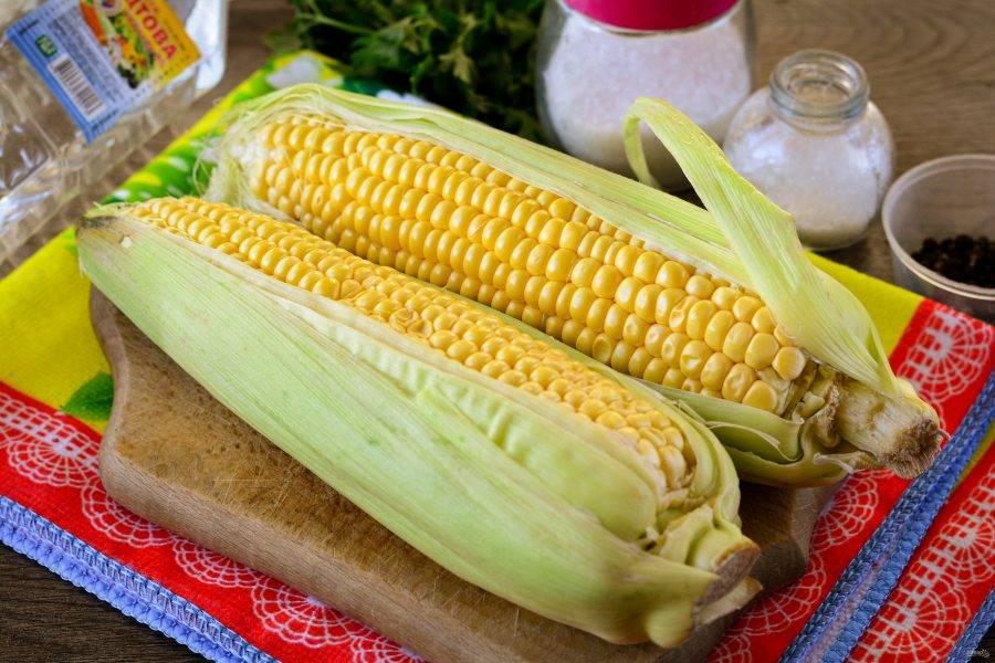 Подготовьте продукты по списку для приготовления консервированной кукурузы для похудения.