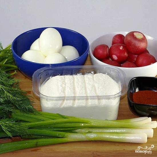 Подготовим все необходимые ингредиенты. Яйца необходимо сварить вкрутую и охладить до комнатной температуры.
