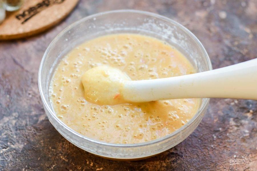 Готовый суп пюрируйте при помощи погружного блендера. Отрегулируйте вкус и подавайте к столу.