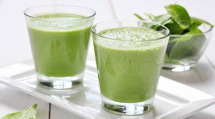 5. Еще один удачный компонент для овощных коктейлей - шпинат. Его можно использовать как в свежем виде, так и замороженным. В коктейль со шпинатом можно добавить также небольшое зеленое яблоко, сельдерей, а для сладости - банан. Приготовить диетические коктейли для похудения в домашних условиях совсем несложно.