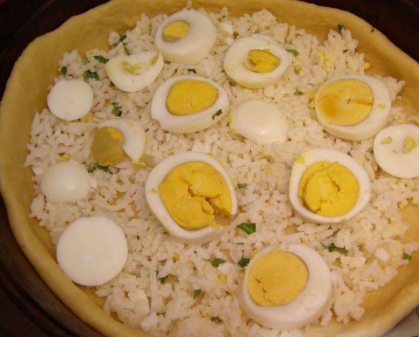 13. Затем яйца, нарезанные на половинки.