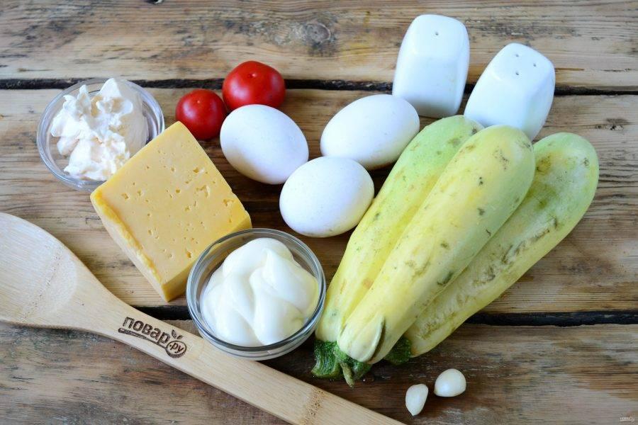 Подготовьте все необходимые ингредиенты. Вам понадобится 2-3 молодых кабачка. Для перемазывания советую использовать смесь майонеза и сливочного сыра с чесноком.