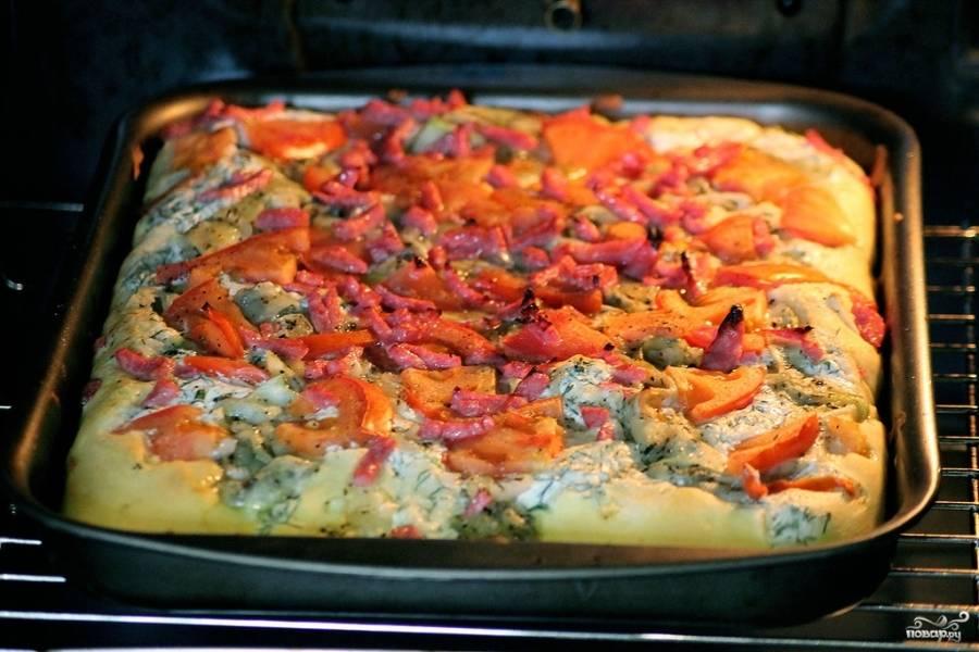 Отправьте тарт в разогретую духовку на 8-10 минут.