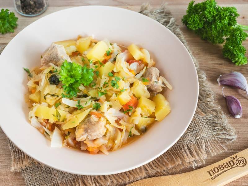 Капуста с мясом и картошкой в мультиварке