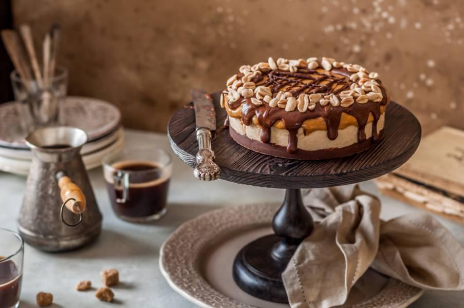 """Как приготовить торт """"Сникерс"""": пошаговая инструкция"""