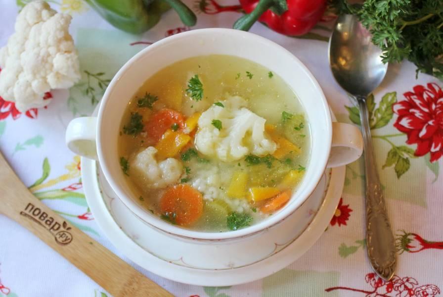 Овощной суп с цветной капустой и сельдереем