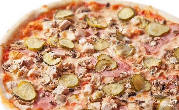 Пицца с курицей и ветчиной