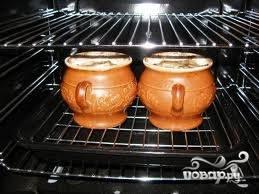 7.Отправляем горшочек (или горшочки) в разогретую духовку. Запекаем блюдо при температуре 180 градусов 30-40 минут.