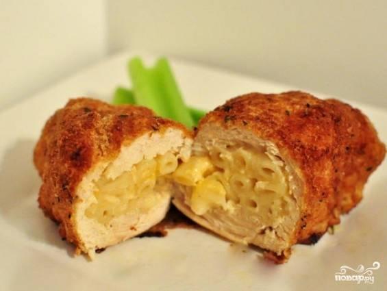 Курица на сковороде с сыром