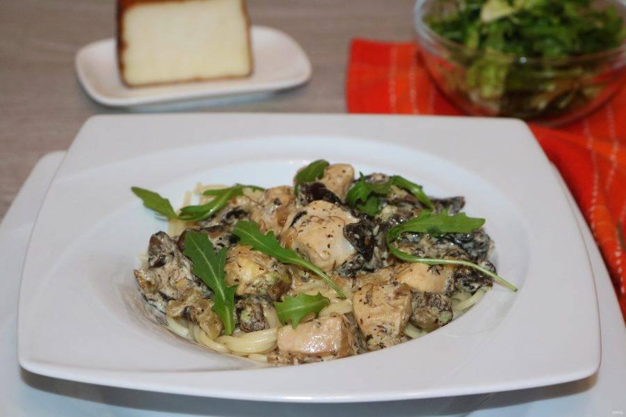 Украсьте зеленью. Блюдо готово. Приятного аппетита!