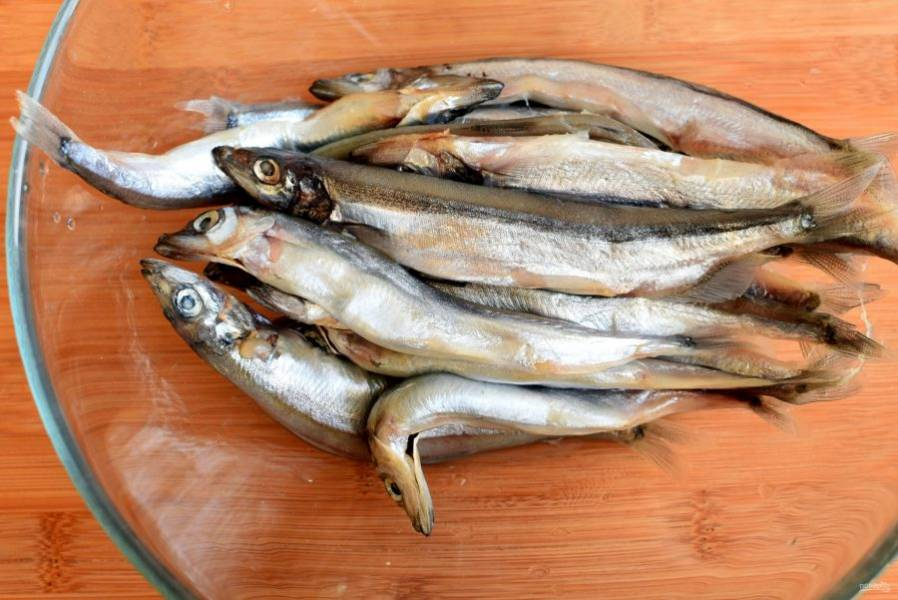 Рыбу хорошо промойте под холодной водой. Дайте лишней воде стечь.