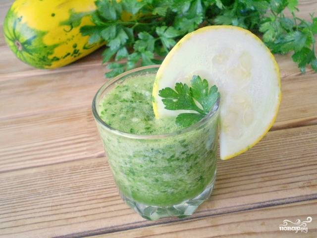 Зеленый коктейль с кабачком