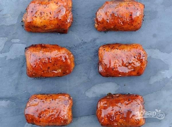 7. Отправьте снова на гриль и запекайте еще минут 20. Таких вкусных запеченных куриных бедрышек на гриле вы точно еще не пробовали.  Приятного аппетита!