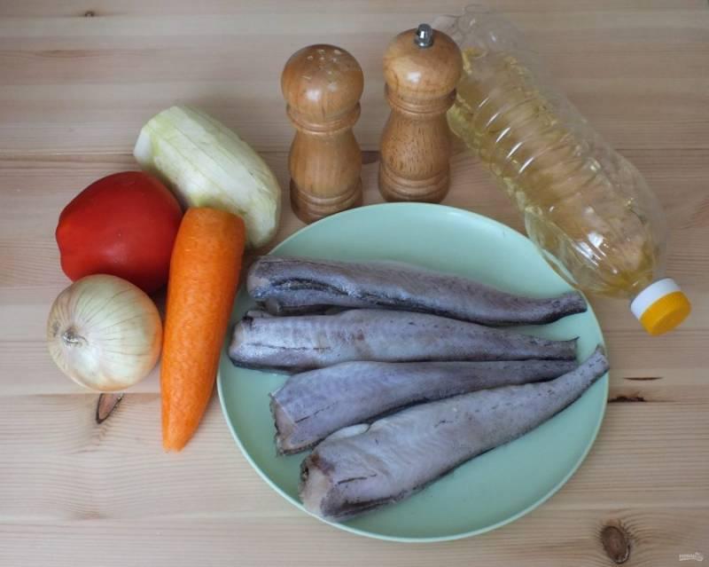 Подготовьте необходимые продукты. Рыбу и овощи помойте и почистите.