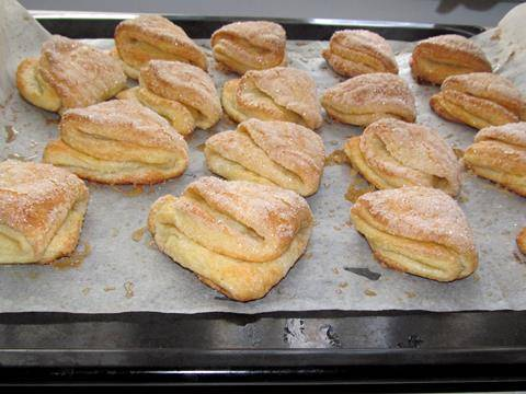 Выпекаем печенья в разогретой до 180 градусов духовке минут 15, затем понижаем температуру до 160 градусов и выпекаем еще минут 10. Обязательно следите, чтобы печенья не подгорели.