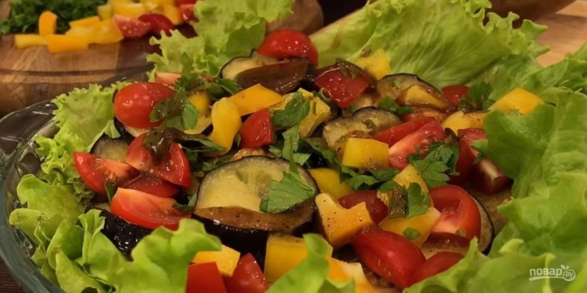 Теплый салат из баклажанов со вкусным соусом
