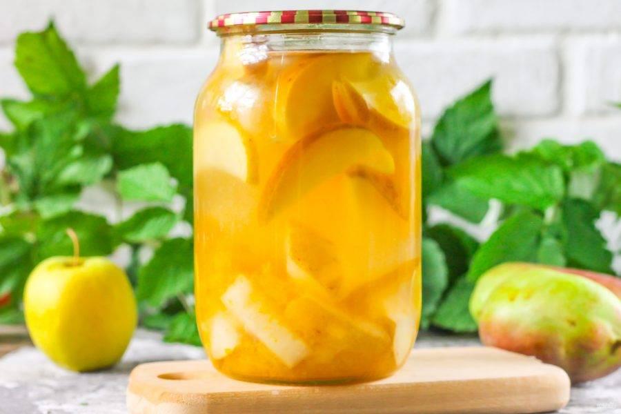 Компот из яблок, груш и слив на зиму полностью готов! Открывайте баночку с заготовкой в зимнее время.