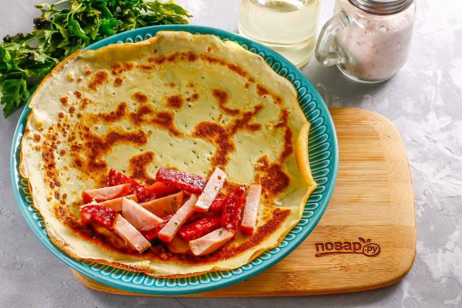 Либо нарезку колбас: копченой, куриной, молочной и т.д.