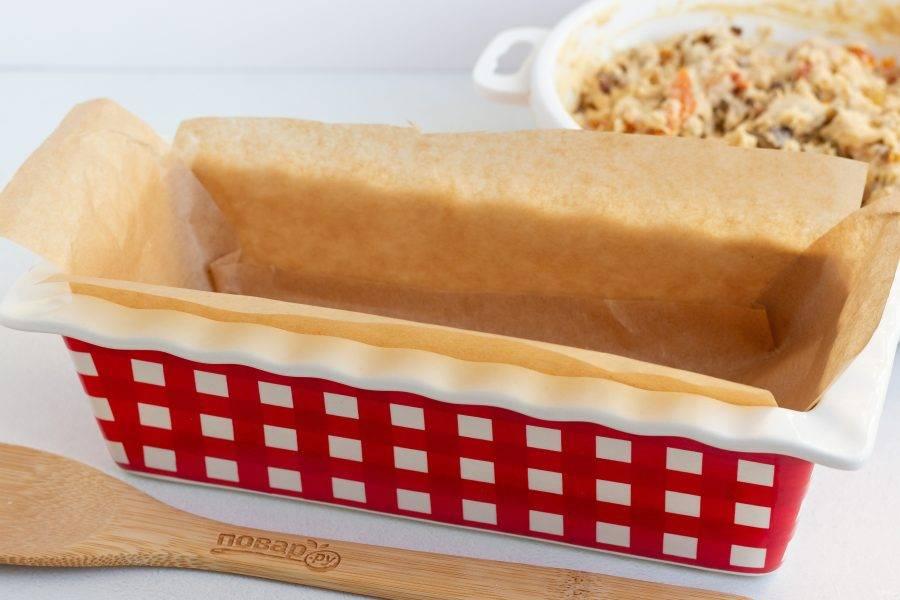Чтобы всё получилось без сюрпризов, рекомендую выстелить используемые формы бумагой для выпечки. Или же смажьте растительным маслом.