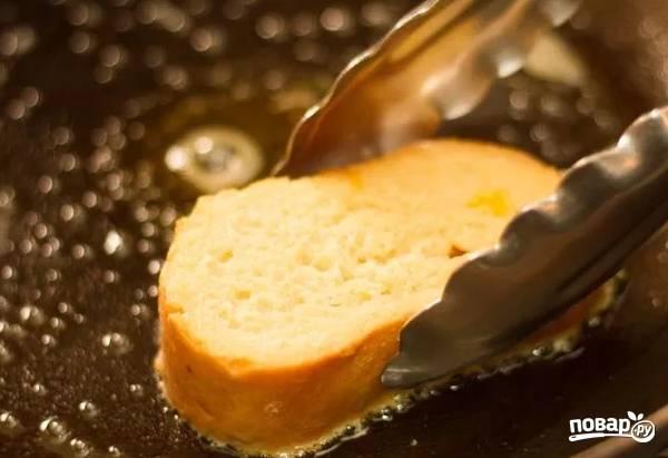 8. Выкладывайте на сковороду и жарьте на среднем огне до румяной корочки.