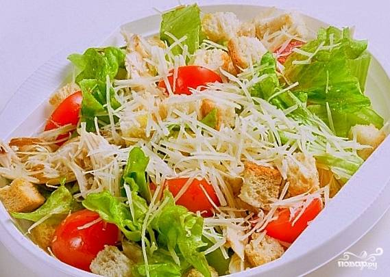 "Салат ""Цезарь"" с курицей с помидорами"