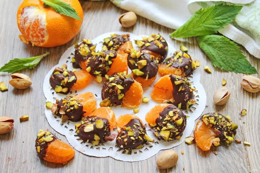 Мандариновые дольки в шоколаде