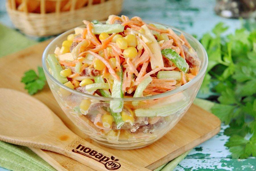 Если готовите салат для праздничного стола, то можно его по желанию украсить. Приятного аппетита!