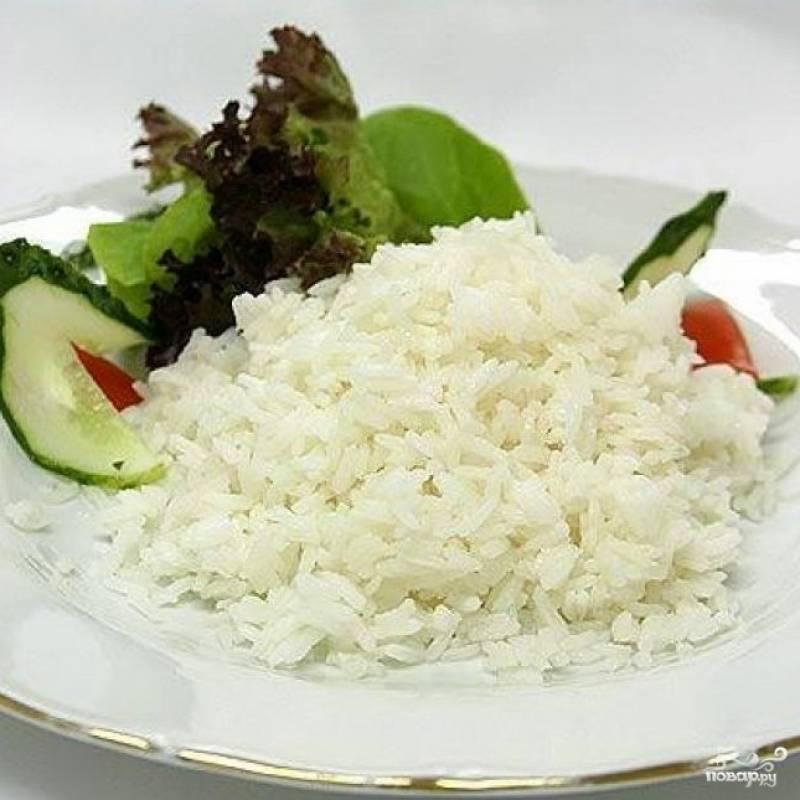 После завершения программы откройте крышку, выкиньте чеснок. Добавьте оливковое масло и перемешайте. Рис готов. Приятного аппетита!